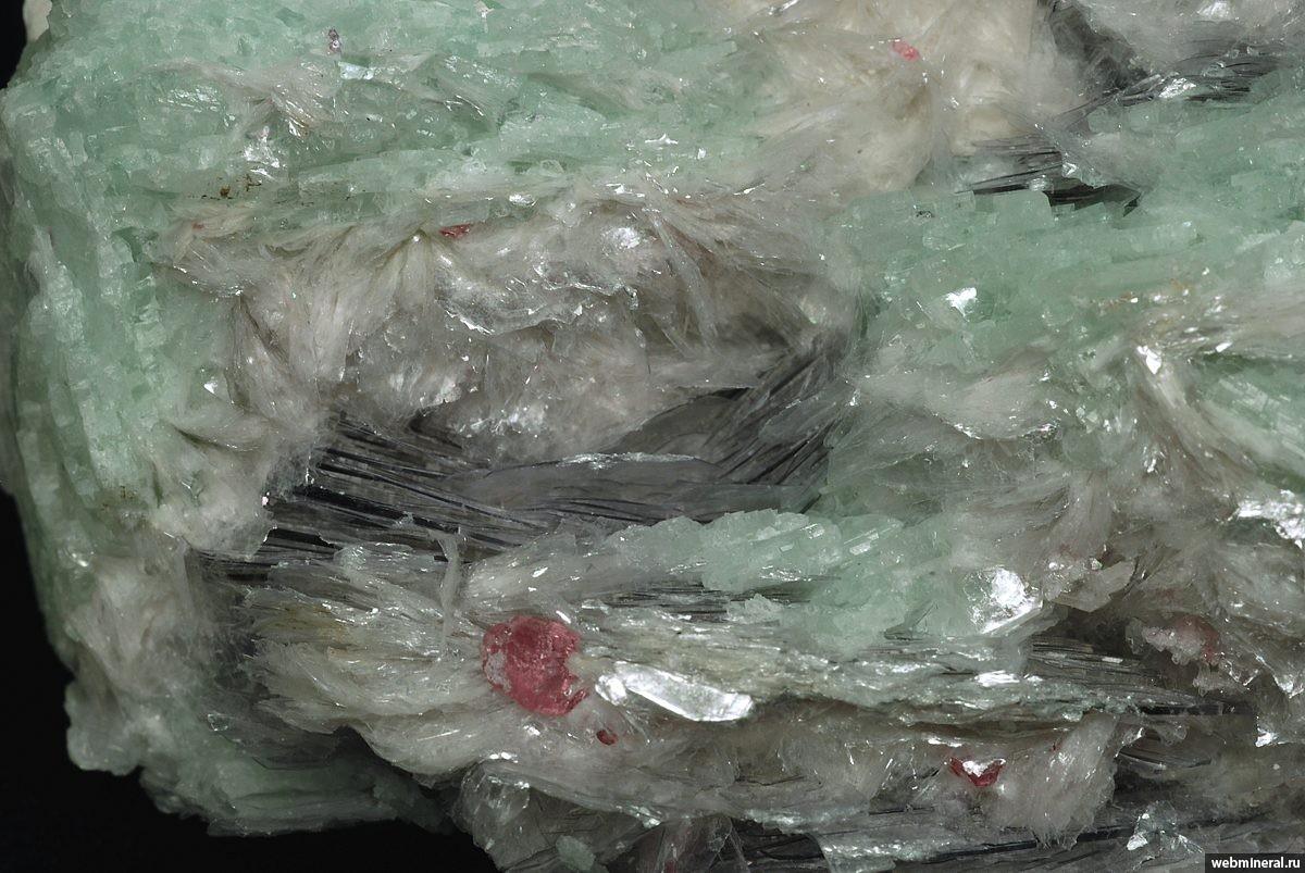 Минералы и месторождения России и ближнего зарубежья: http://webmineral.ru/minerals/image.php?id=6060
